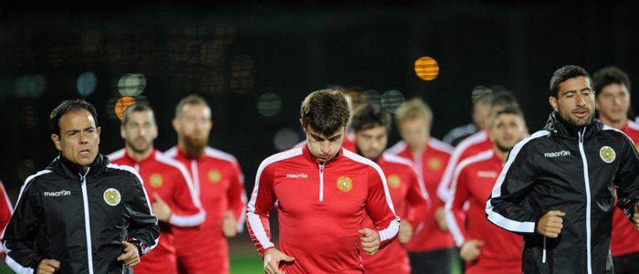 Javier Miñano con la Selección de Armenia